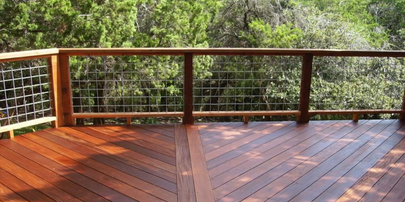 Hog Wire Deck Railing